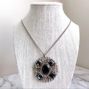 🎉5/20 SALE🎉silver tone & black gemstone necklace